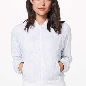 New Lululemon Bomb Around Reversible Jacket White6